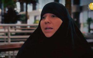 (تصاویر) خواننده زن فرانسوی مسلمان شد؛ از خوانندگی تا زیارت کعبه